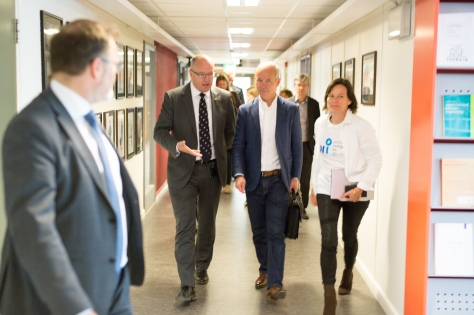 Minister Jan Tore Sanner visits AI-lab